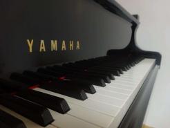 Piano 3/4 de concert d'occasion YAMAHA C7 2.27m noir brillant