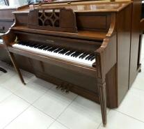 Piano droit d'étude HYUNDAI U824