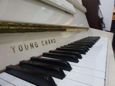 Piano droit d'étude YOUNG CHANG 109