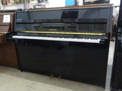 Piano droit YAMAHA E108 Noir brillant