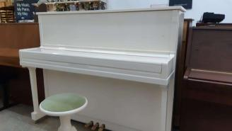 Piano droit HOHNER HP-120 blanc cassé brillant