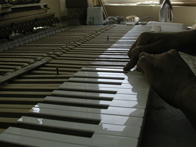 REPARATION DE CLAVIER DE PIANO A QUEUE